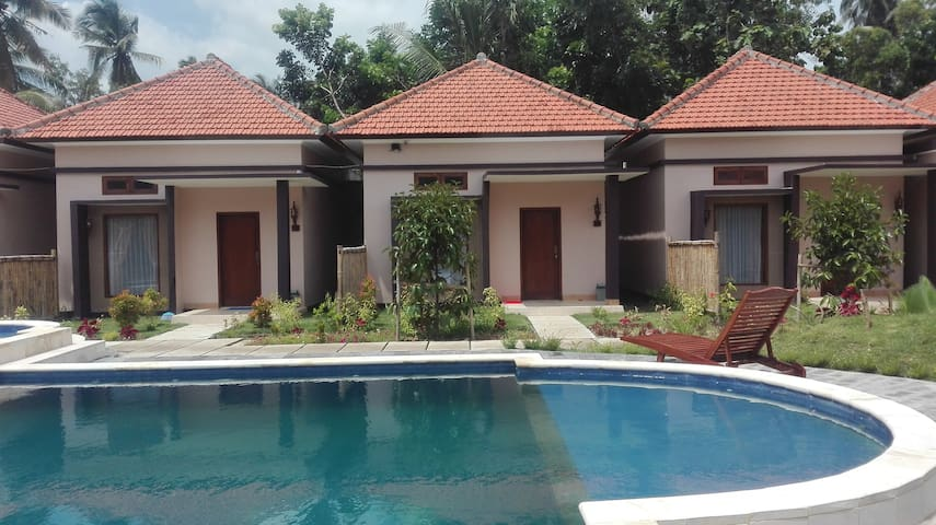 Hadiqa house, enjoy stay in kuta lombok with us - kuta - Bungalow