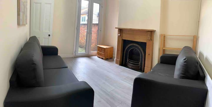 Spacious 5 bedroom property - Leicester