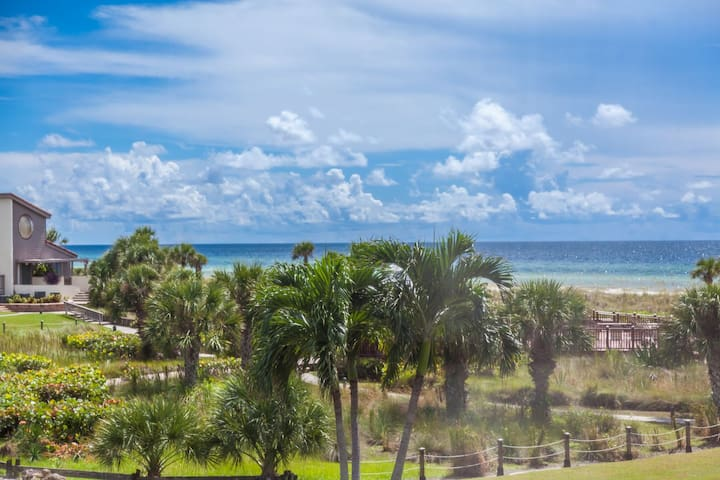 Siesta Dunes 5-209. End unit with great view of Gulf!