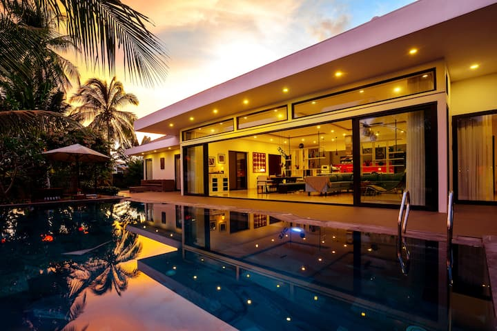 Private Infinity Pool Villa 3BR