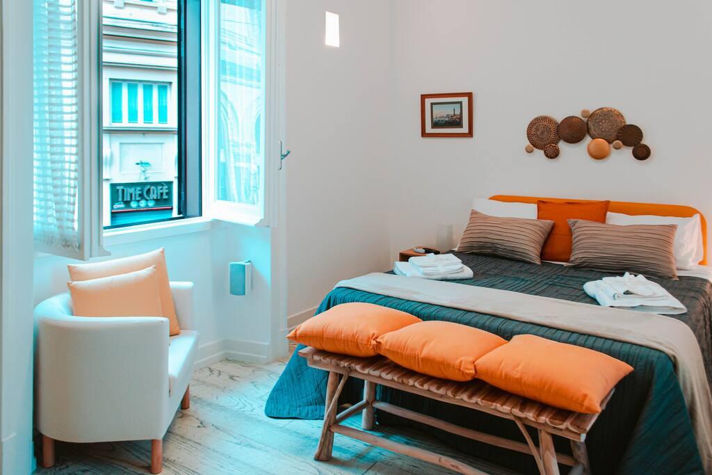 Letto Matrimoniale Stile Liberty.Il Balcone Sulla Piazza Apartments For Rent In Napoli
