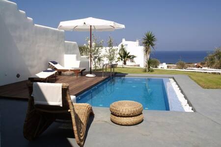 Livas Villa, 1 bedroom & private pool (2 to 5 pax)