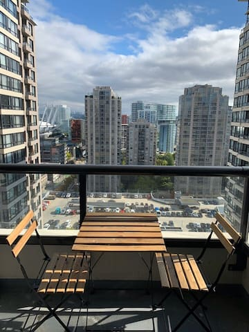 Best!Downtown location! Views! Modern/parking/wifi