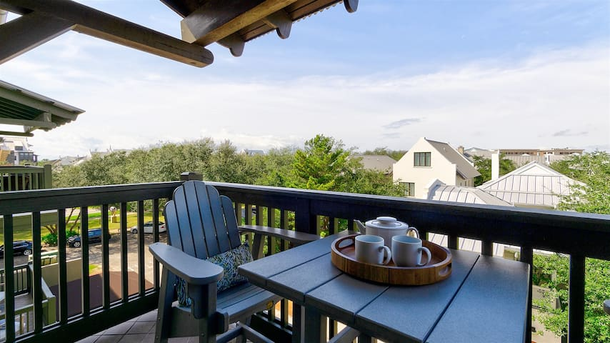`Rosemary Thyme` Perfectly Located Condo + FREE BIKES + 4 Pools!