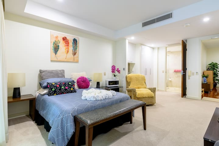 Elegant privacy with total independence, in Robina