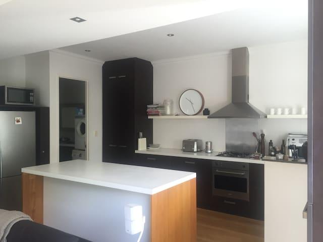 Luxury house close to river, beach & Fremantle - North Fremantle - Haus