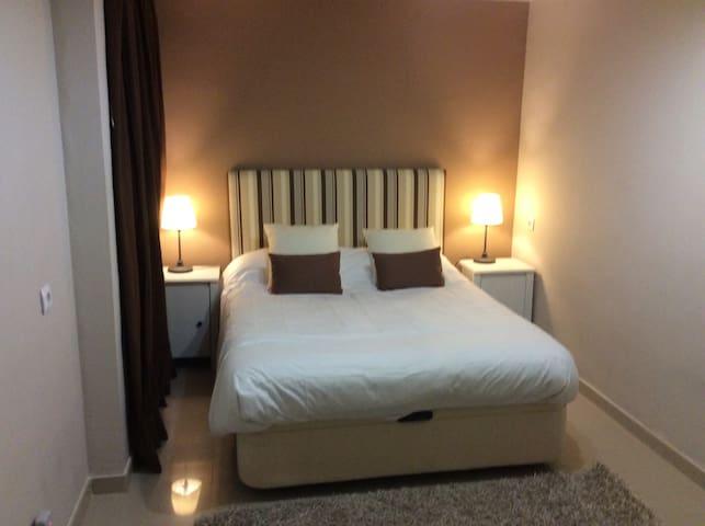 Amplia habitación luminosa - Palma di Maiorca - Appartamento