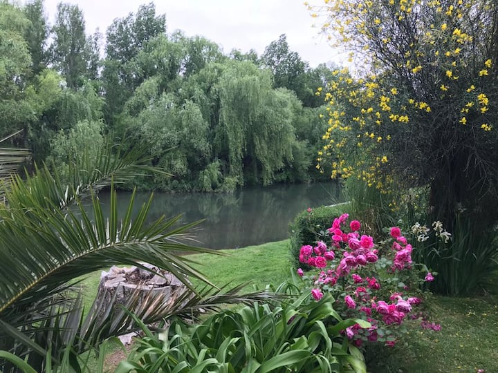 Casa quinta con costa de río en General Roca.