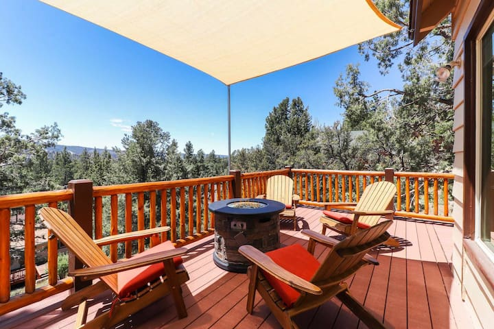 Mountain View Escape: Relaxing Views! Pool Table!
