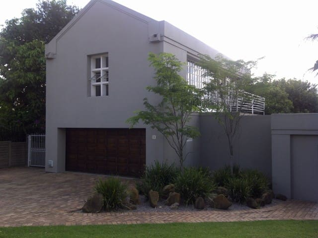 1 bedroom apartment near Sandton CBD