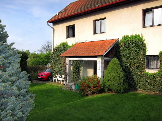 Cozy house with garden near Prague - Mrač - Rumah