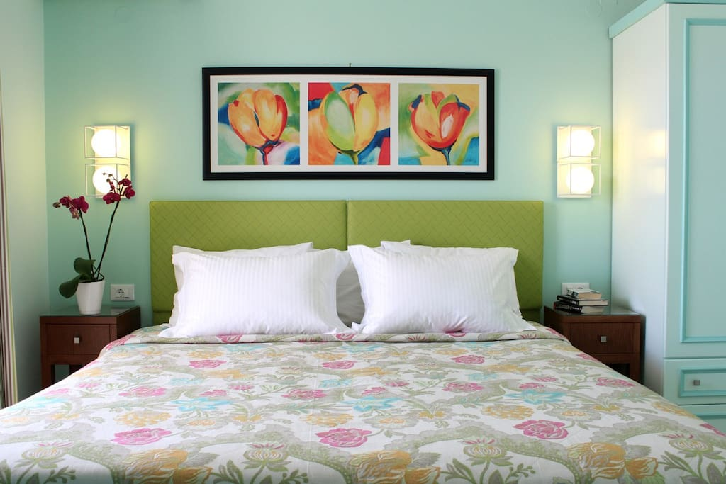 Garden view apartment bedroom - luxury decor and reasonable prices