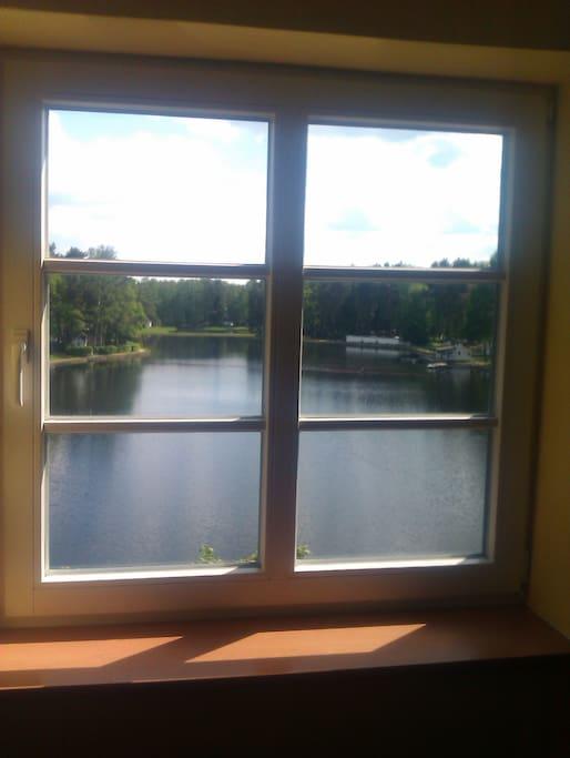 Ausblick aus der Wohnung direkt auf den See