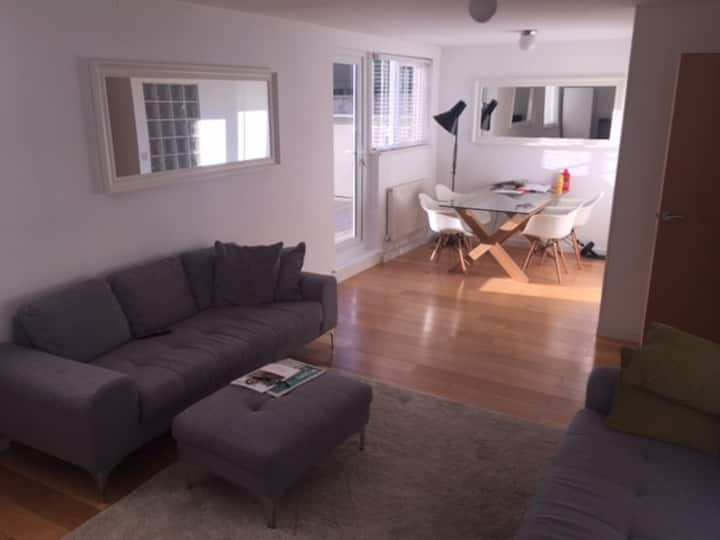 Superb modern 2 bed, large private terrace