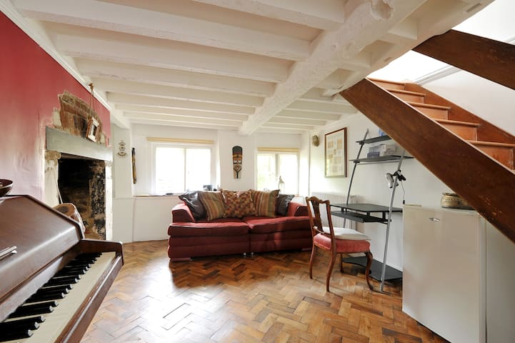 Double Room in Period Cottage