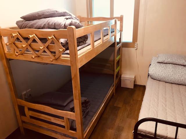 톡게스트하우스 3인침대방