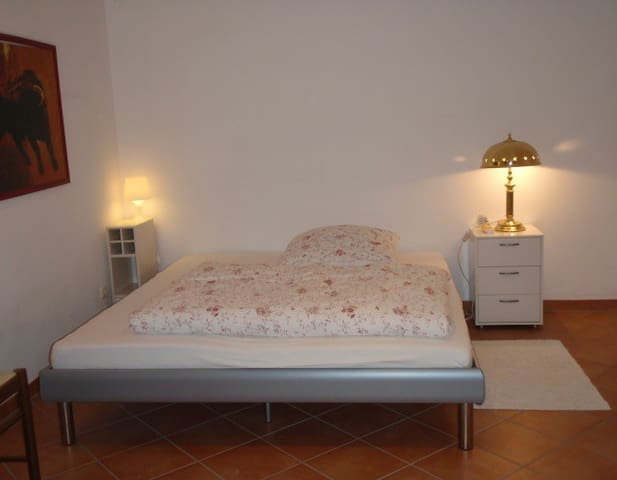 Cosy and quiet room with shower - Vaterstetten - Casa