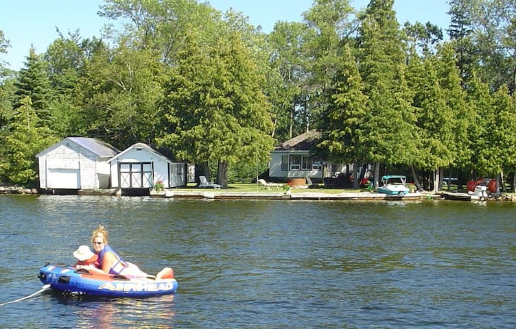 Bobcaygeon Waterfront Cottage - Kawartha Lakes - Hus