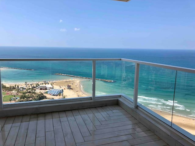 Luxury Condo 3 Bedroom 6 Guests near Beach & Kikar