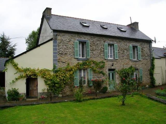 Cottage near Châteauneuf-du-Faou - Châteauneuf-du-Faou - House