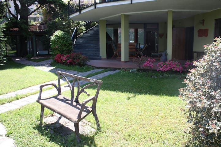 Cottage  with garden on the lake - Mandello del Lario - Apartment