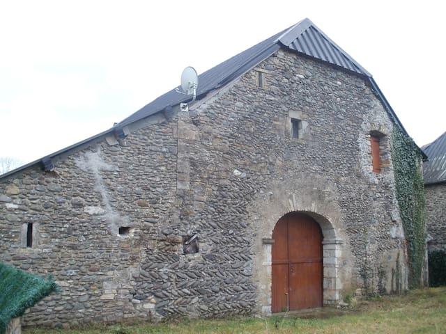 Appartement dans ferme ancienne rénovée - Gurmençon - Διαμέρισμα