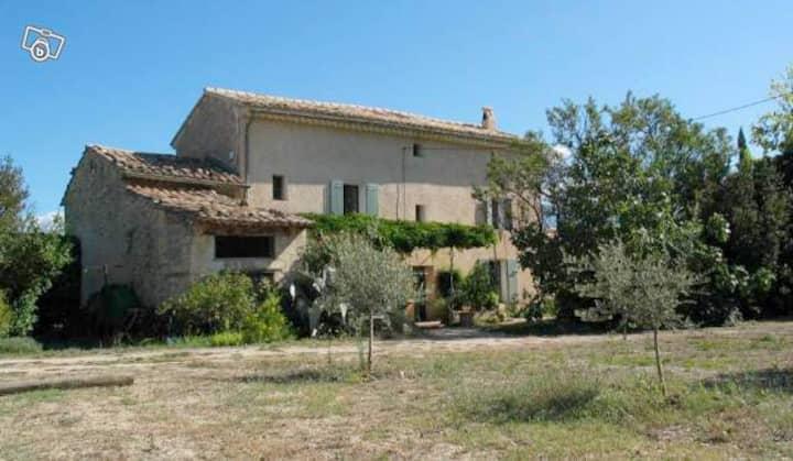 Mas provençal près du Mont Ventoux
