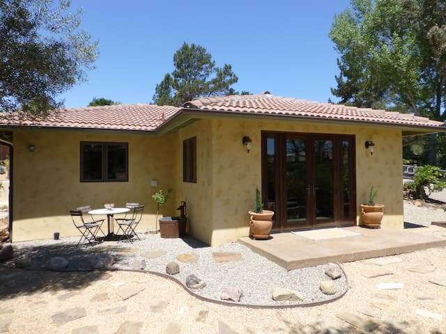 New Gated Guest House in Solvang - Solvang - Huis