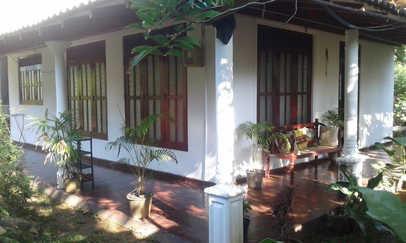 Hikkaduwa - Villa Chathu