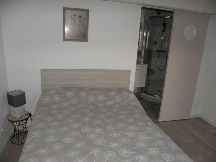 Chambre indépendante dans villa  avec Sdb & Wc