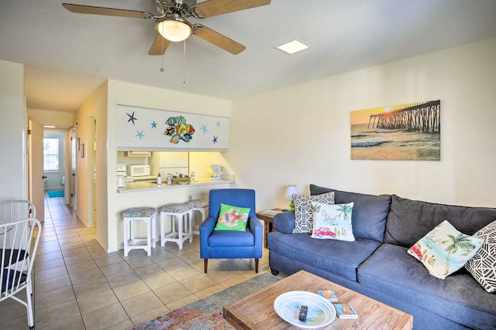 Quaint & Cozy Carolina Beach Condo Near Boardwalk!