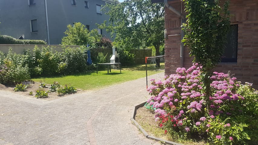 New Appartment 10min from City - with garden 90m2