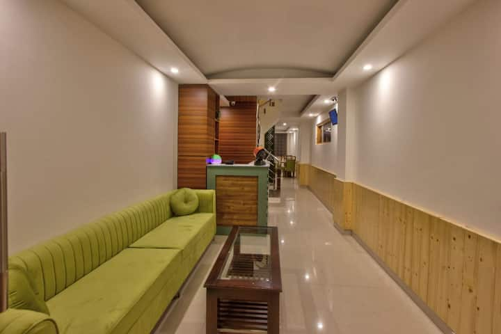 Best Room with Best Service nd also in good price