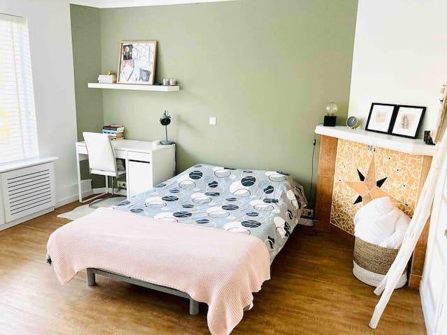 Slaapkamer 2, bed 1,40 x 2,00 m.