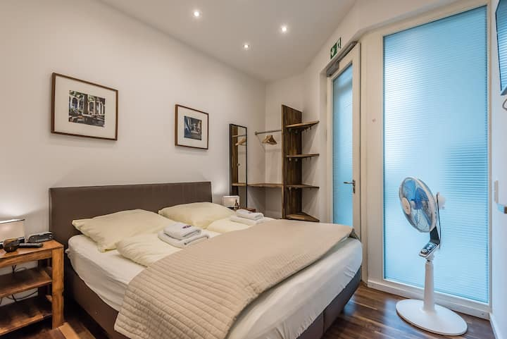 Top modern apartment in A1 location
