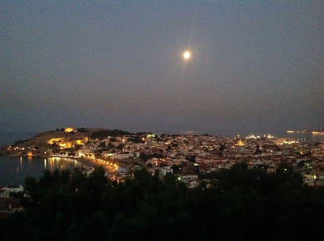 Μονοκατοικία με θέα όλη την πόλη - Μυτιλήνη - Ev