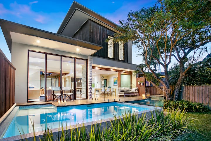 LUXURY MANLY BEACH HOUSE WITH POOL
