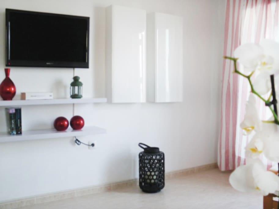 Salón con TV con conexión USB.