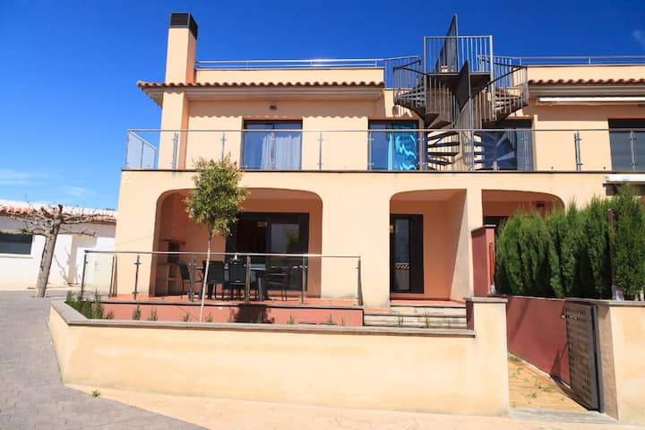 UHC CASA PINO ALTO Family House with Garden, bbq & Communal Pool.