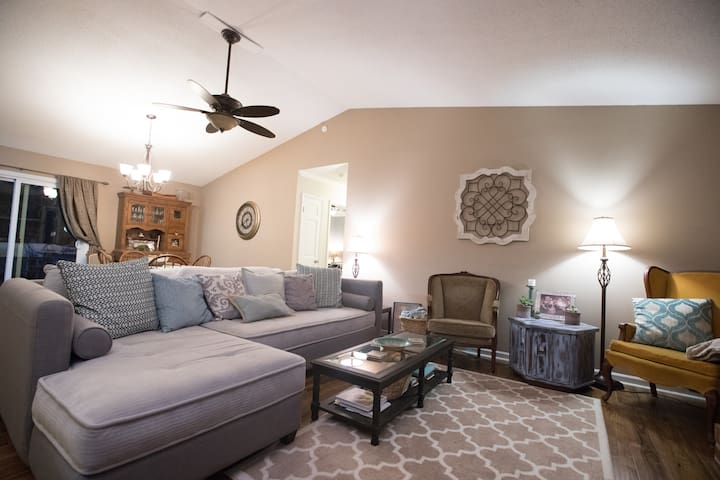 Serene home one mile from Lake Lanier - Gainesville - Ev
