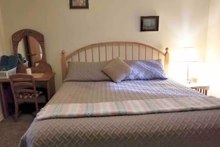 Christmas Crash Pad - Rooms for Rent - Bedroom 1