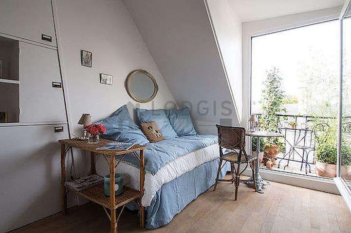 Petit nid d'aigle avec balcon et vue Tour Eiffel