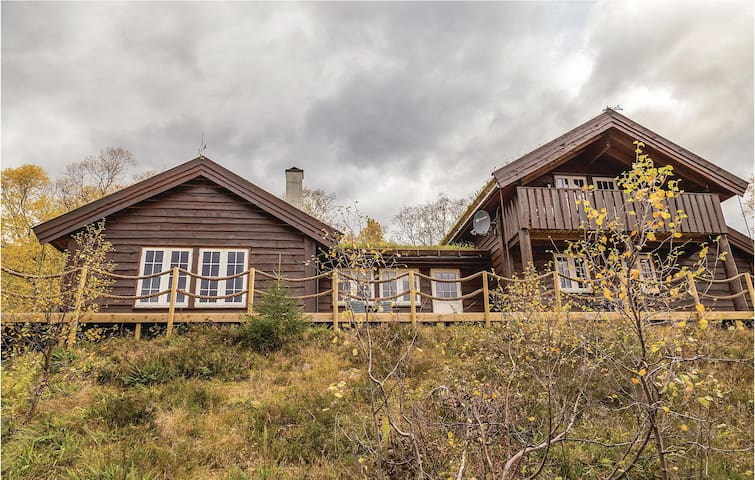 Holiday cottage with 4 bedrooms on 135 m² in Sykkylven