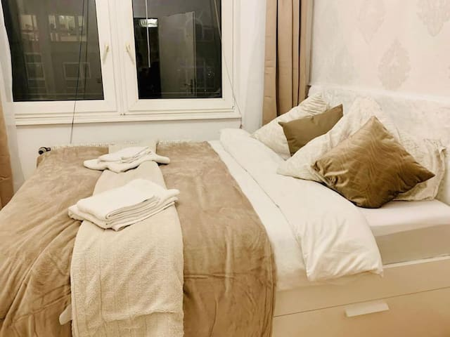 Cosy Apartment across Checkpoint Charlie