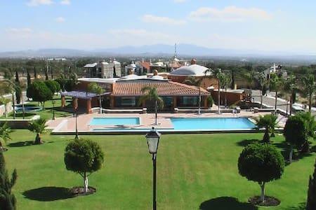 Residencia increible en Peña de Bernal, Queretaro - Bernal