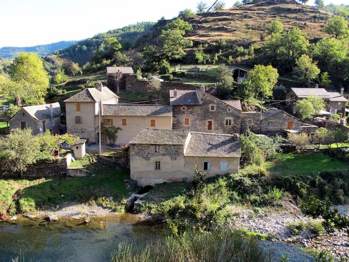 Moulin Grattegals  Cévennes Lozère  proche  Florac