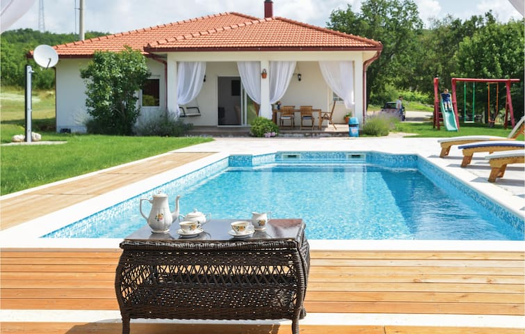 Holiday cottage with 3 bedrooms on 155m² in Gornji Vinjani