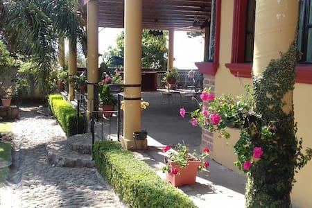 Preciosa Casa de campo. - Tlajomulco de Zúñiga