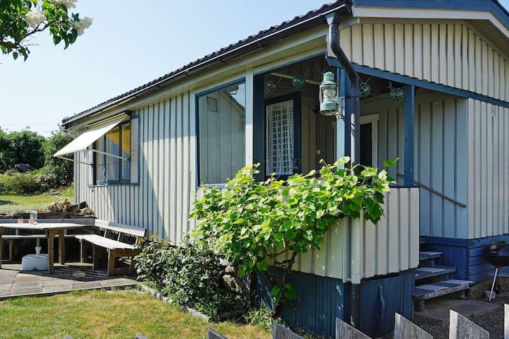 4 person holiday home in KÄLLÖ-KNIPPLA
