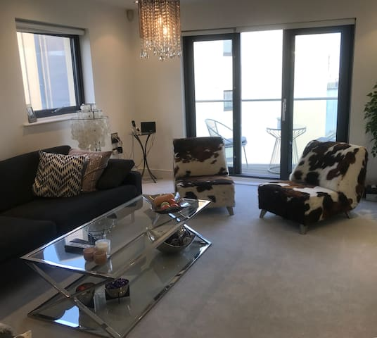 Beautiful Room with own Private Bathroom West Quay